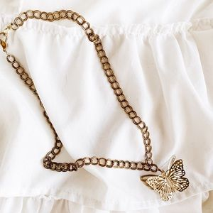 Dainty butterfly necklace in gold